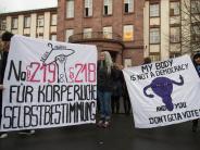 Schwangerschaftsabbruch: Verurteilte Ärztin überreicht Petition zu Werbeverbot für Abtreibungen