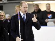 Besuch: Prinz William wagt sich in Finnland fast aufs Eis