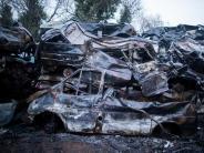 Ruhrgebiet: Feuerwehr löscht rund 300 brennende Autowracks