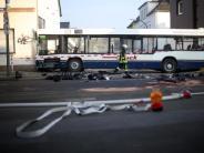 20 Menschen verletzt: Schulbus auf dem Weg zum Schwimmen verunglückt