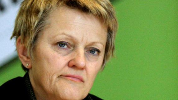 ... Amt der Regierenden Bürgermeisterin der Hauptstadt: <b>Renate Künast</b>. dpa - Gruenen-Kandidatin-fuer-das-Amt-der-Regierenden-Buergermeisterin-der-Hauptstadt-Renate-Kuenast