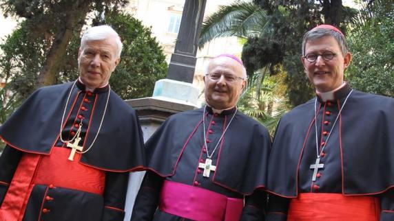 - Der-Vorsitzende-der-Deutschen-Bischofskonferenz-Robert-Zollitsch-M-steht-mit-den-neuen-Kardinaelen-Rainer-Maria-Woelki-r-und-Karl-Josef-Becker-l-bei-einem-Empfang