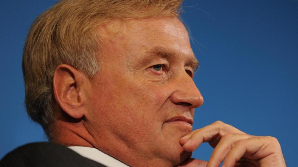 Liebesglück: <b>Ole von Beust</b> hat langjährigen Freund geheiratet - Promis, <b>...</b> - Der-fruehere-Erste-Buergermeister-von-Hamburg-Ole-von-Beust-geht-davon-aus-dass-die-Gleichstellung-der-Homo-Ehe-die-CDU-Basis-nicht-vergraulen-wuerde