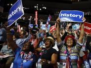 Wahlen: Clinton schreibt als Präsidentschaftskandidatin Geschichte