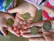 Soziales: Hartz IV-Sätze für Kinder steigen 2017 deutlich