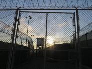 Kritik am Kongress: Obama entlässt vier Guantánamo-Häftlinge