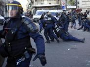 Vergewaltigungsvorwürfe: 2300 Menschen demonstrieren gegen Polizeigewalt in Paris