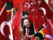 """Wahlkampfauftritte: Weitere Eskalation: Erdogan wirft Deutschland """"Nazi-Praktiken"""" vor"""