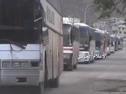 60 Busse mit 2300 Menschen: Tausende Syrer verlassen belagerte Orte