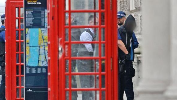 Vier Festnahmen bei Antiterror-Aktion in London - Frau angeschossen