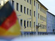 Als Flüchtling ausgegeben: Soldat unter Terrorverdacht: Behörden stehen in der Kritik