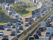 Verkehrsregeln: Urlaubsverkehr um Pfingsten: Hier drohen im Stau Strafen