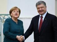 Poroschenko in Meseberg: Merkel stellt Ukraine neue Friedensgespräche in Aussicht