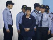 Korruptionsvorwürfe: Prozessbeginn:Südkoreas Ex-Präsidentin Park in Handschellen