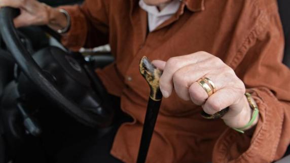Mehrheit der Deutschen möchten gesetzliche Fahrprüfung für Senioren