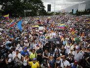 Sonderjustiz des Militärs: Massenproteste in Venezuela: Bisher 90 Tote