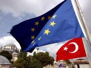 Ankara reagiert scharf: EU-Parlament:Beitrittsgespräche mit Türkei aussetzen