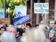 »Kein Altbier für Rassisten«: Proteste zum Auftakt des AfD-Wahlkampfes in Düsseldorf