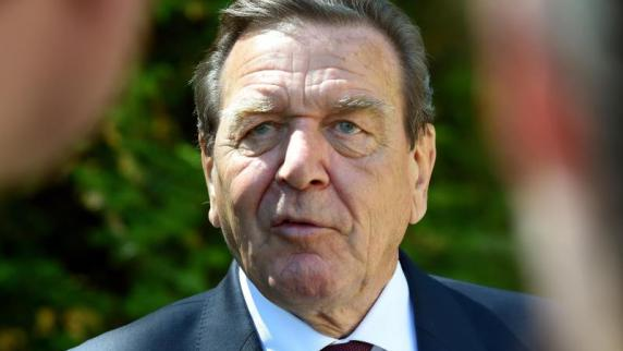 Merkel kritisiert Schröders Rosneft-Pläne als