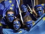 Machtkampf um Brexit vertagt: Britisches Parlament billigt EU-Austrittsgesetz