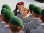 Bundeswehr: Stillgestanden, Frau Ministerin! Warum deutsche Soldatenso sauer sind