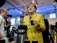 Von 29 auf 13 Punkte: Umfrage: Schulz verringert Abstand zu Merkel