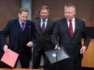 Geheimdienst-Kontrollgremium: Drei Stunden, drei Geheimdienstchefs: Premiere im Parlament