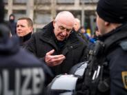 Nazis in Dresden: Dresdner Polizei löst Neonazi-Kundgebung auf