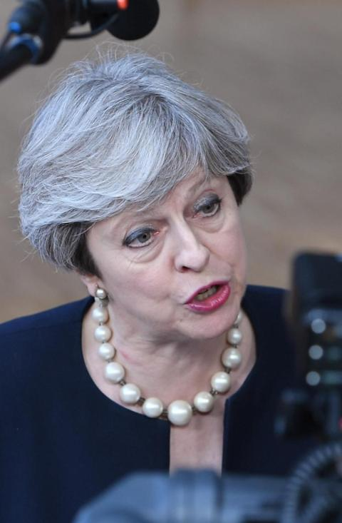 gro britannien premierministerin theresa may wie lange kann sie sich noch halten politik. Black Bedroom Furniture Sets. Home Design Ideas