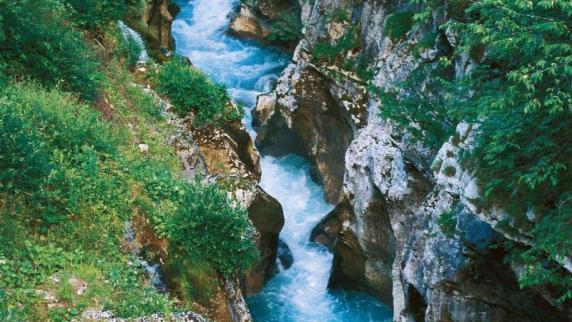 Urlaub in Europa: Auf dem Weg zum Friedhof - Soča ist Sloweniens Paddelzentrum