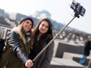 Umfrage: Die meisten Deutschen finden Selfiesticks peinlich
