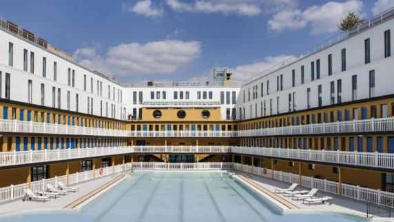 Urlaub in Europa: Abtauchen: Schwimmbäder in Paris