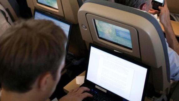 EU und USA sprechen über mögliches Laptop-Verbot auf Flügen