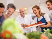 Sushi mit Meeresrauschen: Mit Stars lernen: Kochschulen auf Kreuzfahrtschiffen