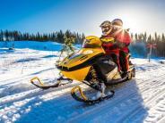Urlaub in Karelien: Mit dem Motorschlitten über das Eis der nordrussischen Seen