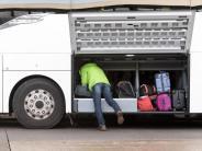 Wo geht's da hin?: Zwischen Skipiste und Weihnachtsmarkt: Busreisen im Winter