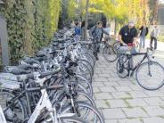 Mehrgenerationenhaus: Nach E-Bikes folgen Elektroautos