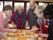 Königsbrunn: Senioren machen was Schönes aus Scherben