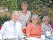 : Senioren feiern den Sommer und einen Geburtstag