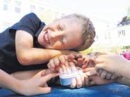 Weltkindertag: Königsbrunn zeigt Flagge für Kinder