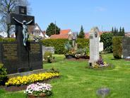 Bobingen: Neue Grab-Vorschrift freut und erschreckt