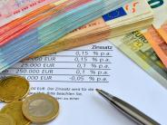 Finanzen: Immer mehr Banken erhöhen die Gebühren