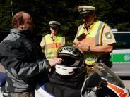 Mickhausen: Reden statt Rasen: Polizei informiert Biker an der B16