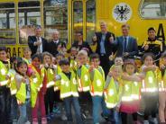 Schulweg: ADAC lässt Erstklässler leuchten
