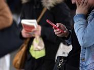 Landkreis Augsburg: Wie Eltern mit dem Smartphone richtig umgehen