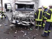 Königsbrunn: Lastwagen rast auf B17 bei Königsbrunn in ein Stauende