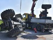 Schwabmühlhausen: Kastenwagen rammt Traktor