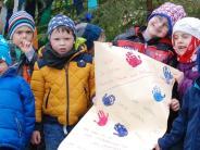 Mickhausen: Kinder stibitzen den Maibaum-Gipfel