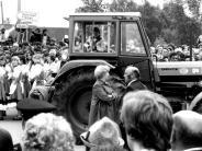 Bobinger Schlagzeilen: Traktor oder Muskelkraft?