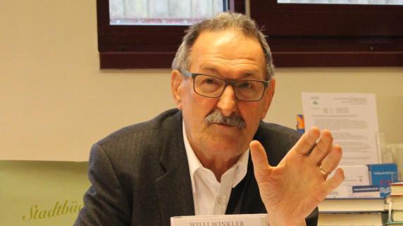 Königsbrunn: Zur Buchkritik gibt's Lutherol